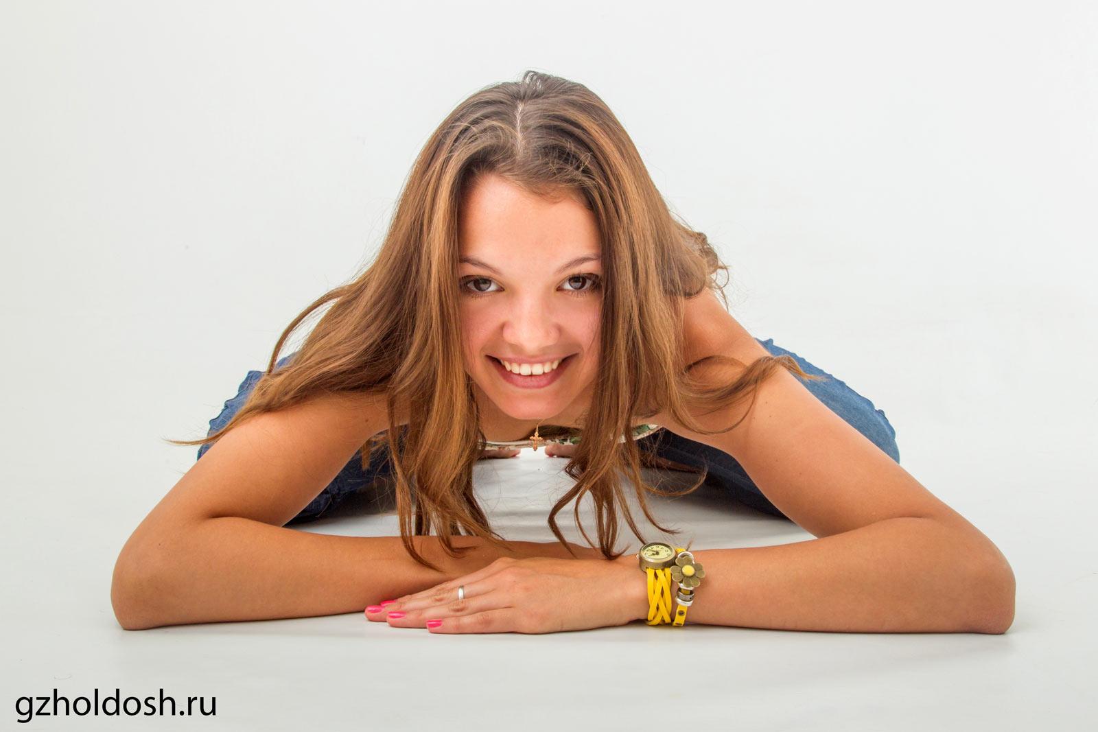 Подруга стеснялась перед камерой, порно актрисы русские и украинские